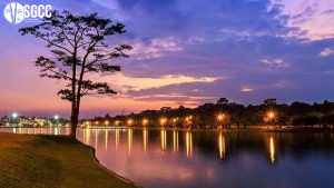 Visit the poetic beauty at Xuan Huong Lake in Dalat